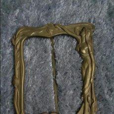 Antigüedades: ANTIGUO Y BONITO MARCO MODERNISTA TODO DE BRONCE - 1920. Lote 77913605