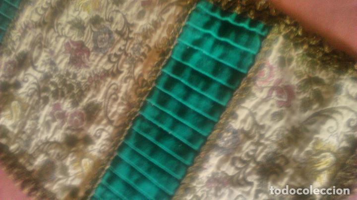 Antigüedades: Antiguo tapete rectangular de terciopelo rojo Con puntilla semi metálica. Años 20.reservado - Foto 2 - 78049565