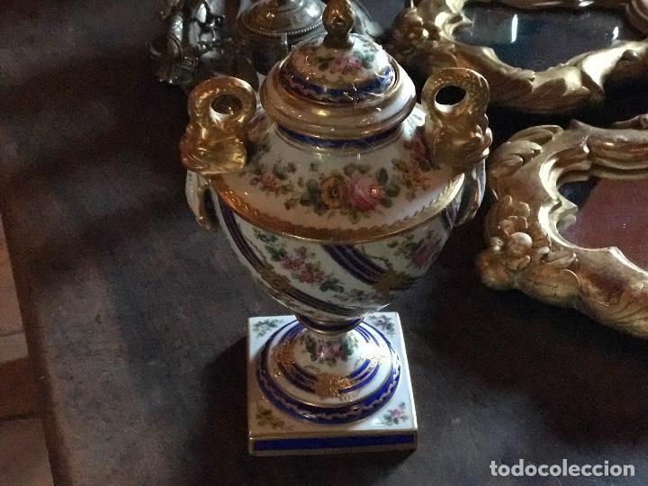 JARRÓN MEISSEN ANTIGUO CON SELLOS (Antigüedades - Porcelana y Cerámica - Alemana - Meissen)