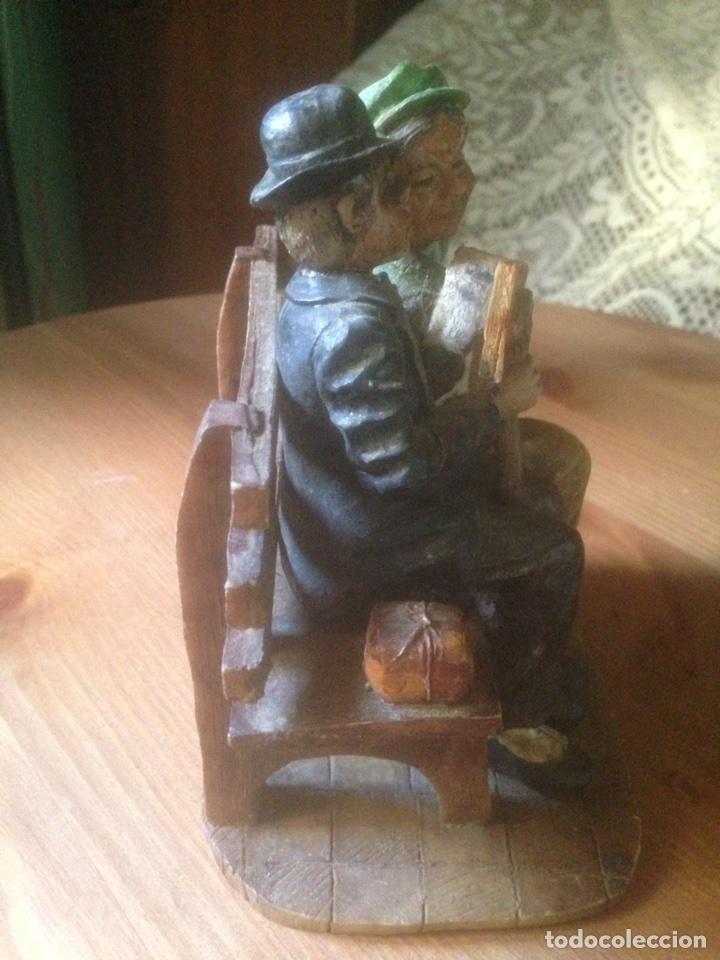 Antigüedades: Figura marmolina, Señores en un banco antiguas. - Foto 2 - 78107837