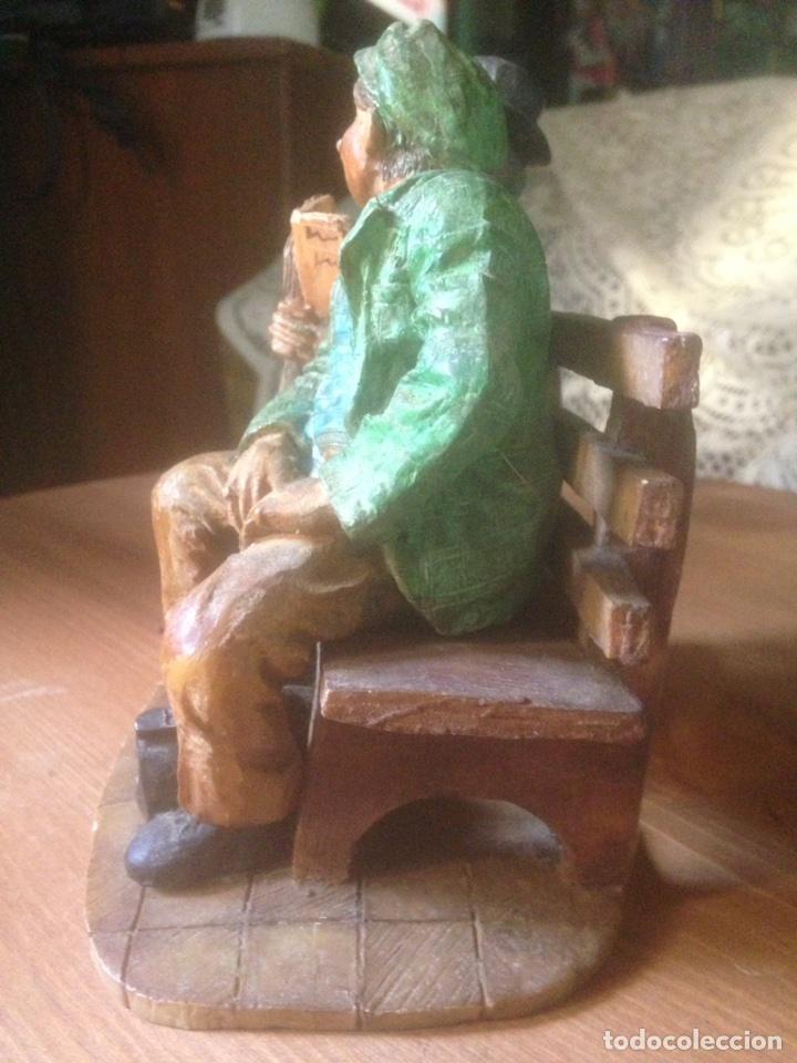 Antigüedades: Figura marmolina, Señores en un banco antiguas. - Foto 5 - 78107837