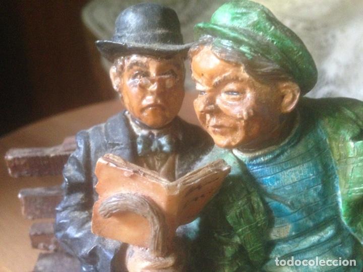 Antigüedades: Figura marmolina, Señores en un banco antiguas. - Foto 7 - 78107837