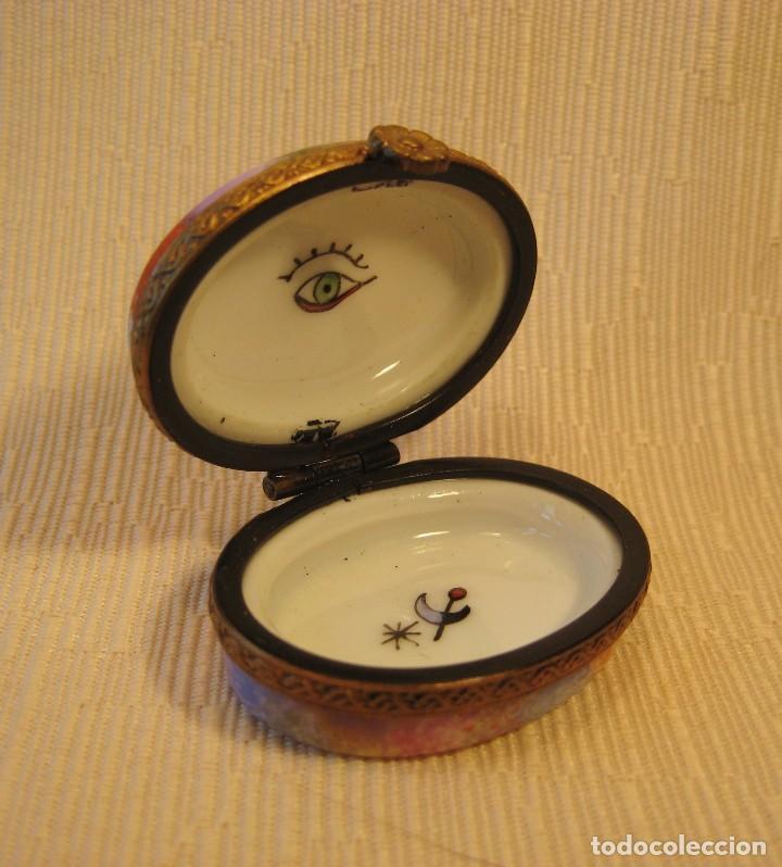 Antigüedades: Caja de porcelana de Limoges pintada a mano. Oval mini Miró - Foto 2 - 78122217