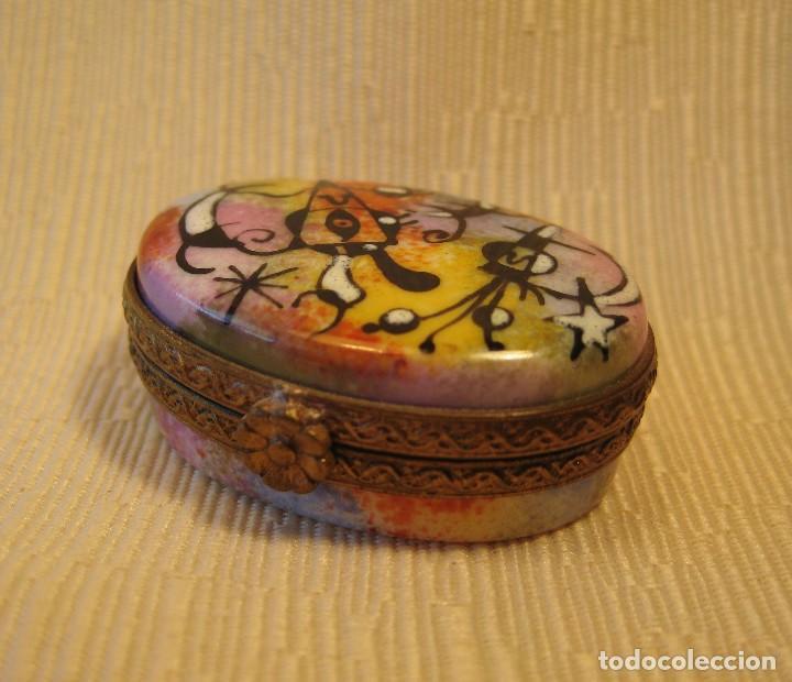 Antigüedades: Caja de porcelana de Limoges pintada a mano. Oval mini Miró - Foto 3 - 78122217