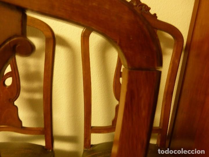 Antigüedades: LOTE DE TRES SILLAS DE MADERA MACIZA CON RESPALDO CALADO EN FORMA DE LIRA - Foto 5 - 78127373