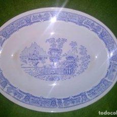 Antigüedades: ANTIGUA BANDEJA DE PORCELANA CON SELLO DE LA SEGOVIANA, NUMERADO. MIDE 32.5 X 25 CM.. Lote 78140893