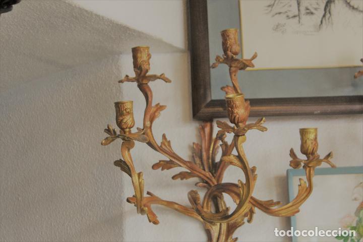 Antigüedades: PAR PAREJA DE CANDELABROS EN BRONCE DORADO apliques - Foto 2 - 78141945