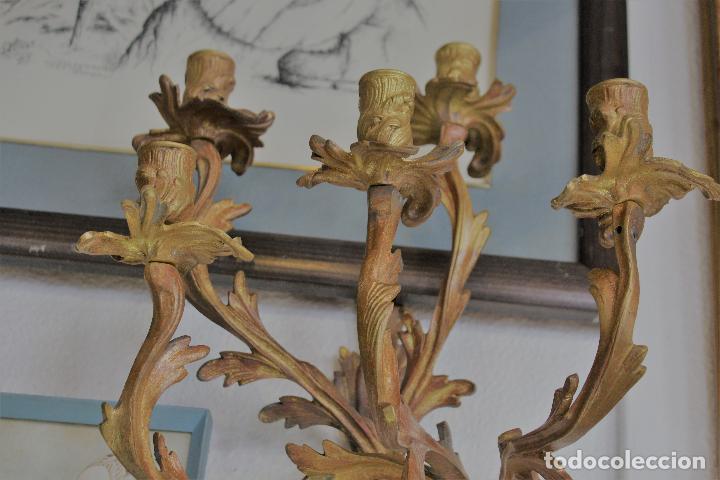 Antigüedades: PAR PAREJA DE CANDELABROS EN BRONCE DORADO apliques - Foto 3 - 78141945