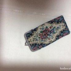 Antigüedades: FUNDA DE GAFAS ANTIGUA EN PETIT POINT. Lote 78255597