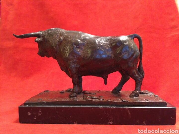 Antigüedades: Toro de bronce con base de mármol - Foto 2 - 66865166