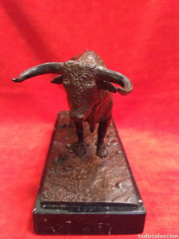 Antigüedades: Toro de bronce con base de mármol - Foto 4 - 66865166