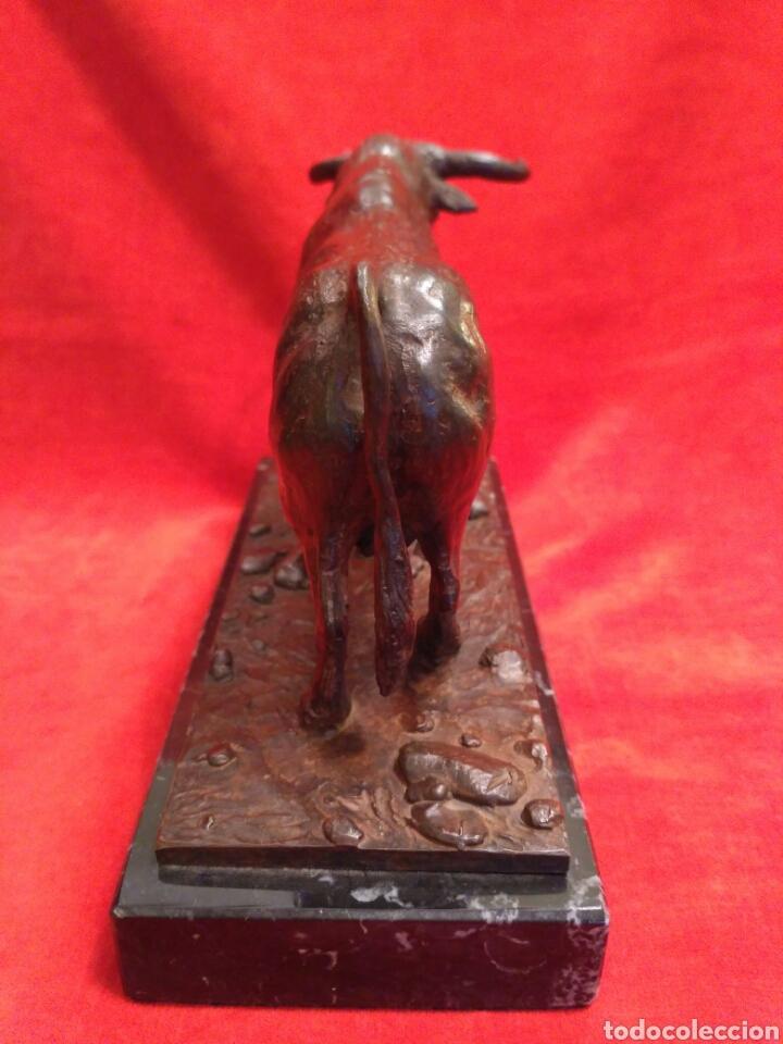Antigüedades: Toro de bronce con base de mármol - Foto 5 - 66865166