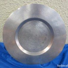 Antigüedades: PLATO DE ESTAÑO DE 930 GR. Lote 78311637