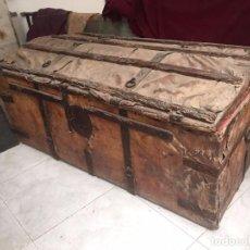 Antigüedades: ARCÓN S. XVII FORRADO DE CUERO Y HIERRO . Lote 78328325