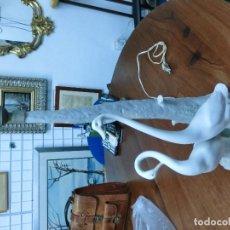 Antigüedades: BONITA LAMPARA ECHA EN PORCELANA DE LA FABRICA NAO . Lote 78352101