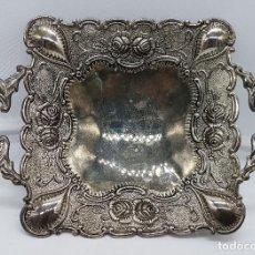 Antigüedades: BANDEJA ANTIGUA DE ESTILO MODERNISTA EN METAL CON BAÑO DE PLATA. Lote 78375773