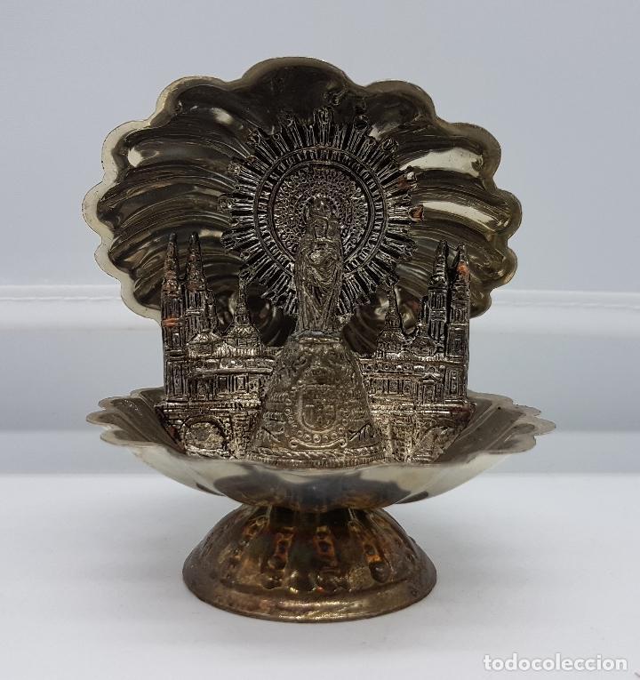 IMAGEN ANTIGUA DEL PILAR EN CONCHA DE MATEL BAÑADA EN PLATA CON LA CATEDRAL DETRÁS. (Antigüedades - Religiosas - Ornamentos Antiguos)