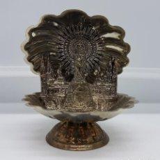 Antigüedades: IMAGEN ANTIGUA DEL PILAR EN CONCHA DE MATEL BAÑADA EN PLATA CON LA CATEDRAL DETRÁS.. Lote 78426881