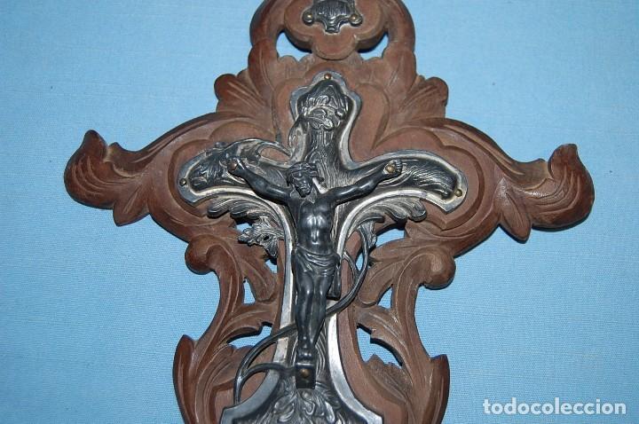 Antigüedades: BENDITERA EN MADERA Y METAL DE 35 CM ALTURA - Foto 4 - 78435113
