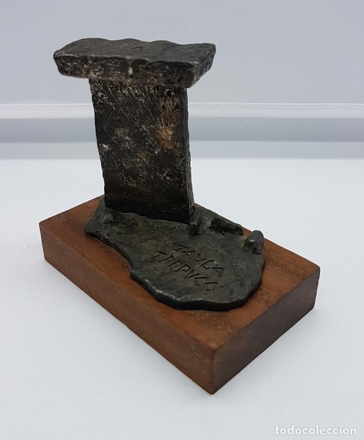 Antigüedades: Reproducción de antigua Taula de Trepucó del poblado talayótico de Trepucó ( Menorca ) . - Foto 2 - 78474141