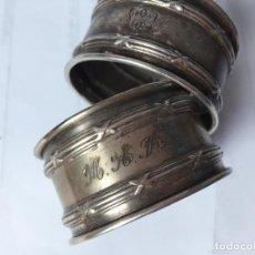 Antigüedades: PAREJA SERVILLETEROS MUY ANTIGUOS GRABADOS A MANO. Lote 78520665