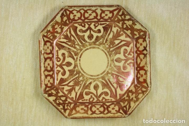 Antigüedades: Plato Octogonal Reflejos Metálicos. SXX - Foto 2 - 78605273