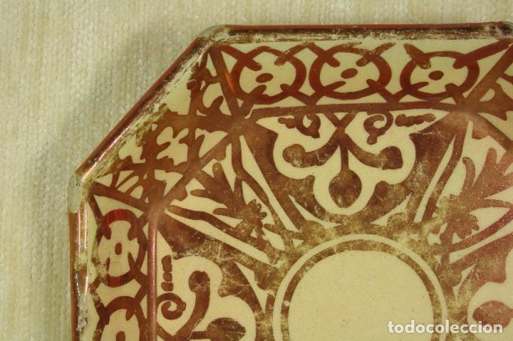 Antigüedades: Plato Octogonal Reflejos Metálicos. SXX - Foto 3 - 78605273