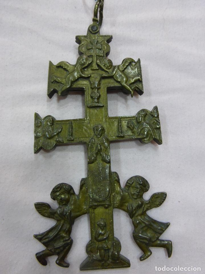 ANTIGUA Y EXCEPCIONAL GRAN CRUZ DE CARAVACA-BRONCE-EXQUISITO CINCELADO-ORIGINAL S. XVII-XVIII (Antigüedades - Religiosas - Cruces Antiguas)