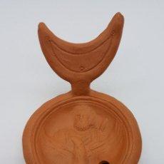 Antigüedades: BELLA Y ORIGINAL LUCERNA DOBLE ANTIGUA EN TERRACOTA DE ESTILO ROMANO CON MOTIVOS EN RELIEVE .. Lote 78657369