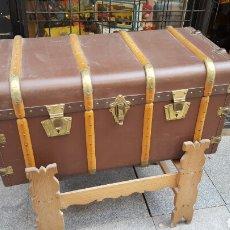 Antigüedades: BAUL DE VIAJE .CON PATAS SOPORTE. Lote 78834609