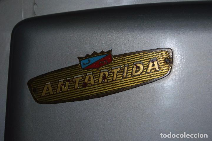Antigüedades: NEVERA DE MADERA - ANTÁRTIDA - INTERIOR DE CINC - AÑOS 50 - FRESQUERA - COMPLETA - Foto 22 - 78856125