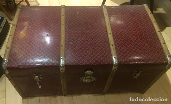 Antigüedades: Baúl de madera con chapa metal roja - Foto 2 - 78890465
