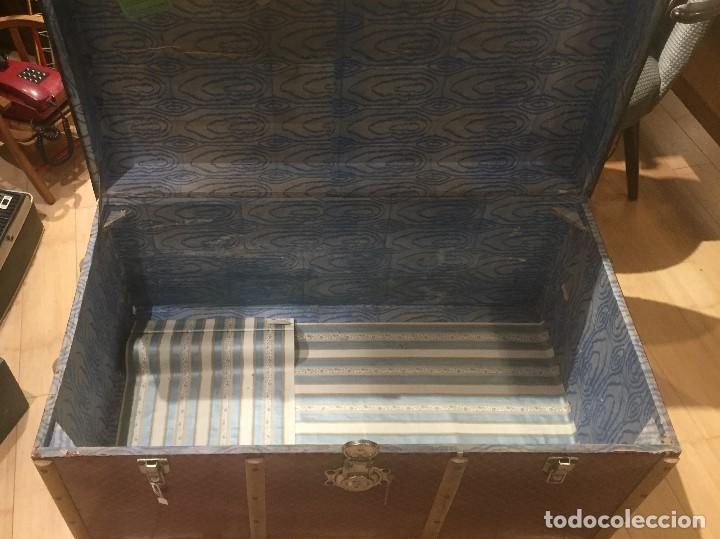 Antigüedades: Baúl de madera con chapa metal roja - Foto 3 - 78890465
