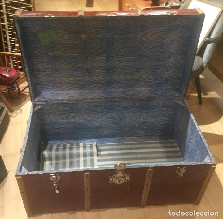 Antigüedades: Baúl de madera con chapa metal roja - Foto 5 - 78890465
