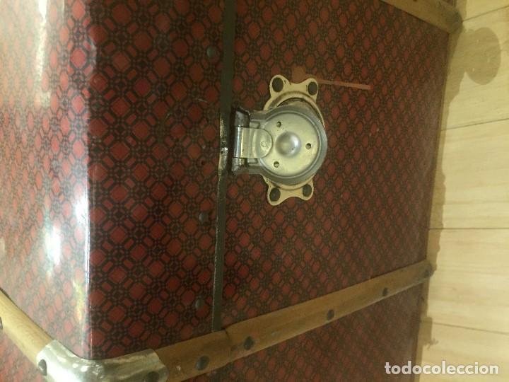Antigüedades: Baúl de madera con chapa metal roja - Foto 6 - 78890465