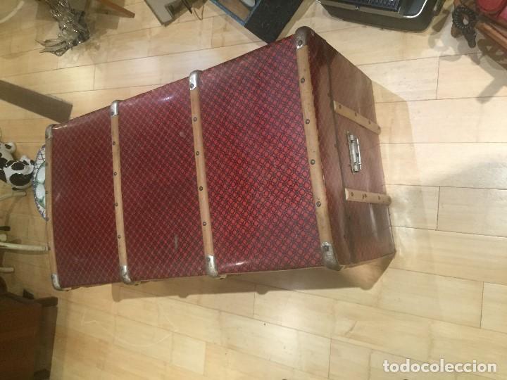 Antigüedades: Baúl de madera con chapa metal roja - Foto 9 - 78890465