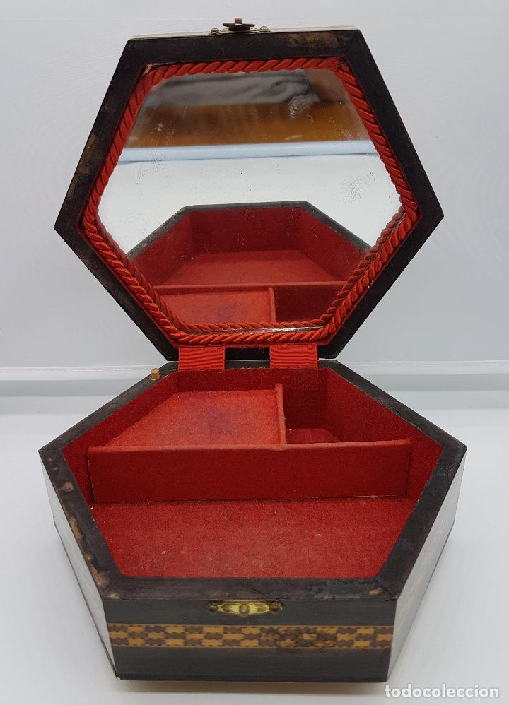 Antigüedades: Cofre joyero antigua hexagonal en taracea granadina musical, forrada y con espejo . - Foto 7 - 78936885