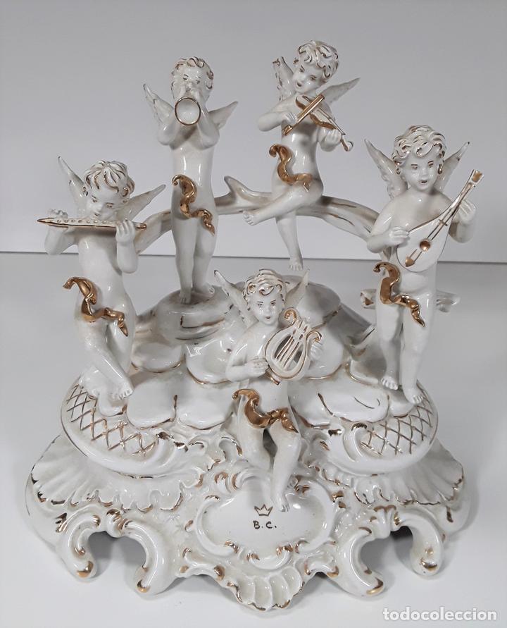 ANGELOTES TOCANDO INSTRUMENTOS MUSICALES. PORCELANA. ESMALTADA. B.C. ITALIA. SIGLO XX. (Antigüedades - Porcelanas y Cerámicas - Inglesa, Bristol y Otros)