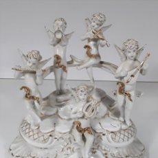 Antigüedades: ANGELOTES TOCANDO INSTRUMENTOS MUSICALES. PORCELANA. ESMALTADA. B.C. ITALIA. SIGLO XX.. Lote 78953981