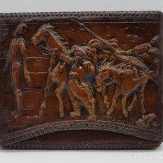 Antigüedades: TARGETERO ANTIGUO EN PIEL LABRADA CON ESCENAS DEL QUIJOTE Y SANCHO PANZA. Lote 79026213