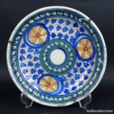 Antigüedades: PLATO EN CERÁMICA DE MANISES COLORES DECORACIÓN FLORAL FINALES SIGLO XIX. Lote 79049269