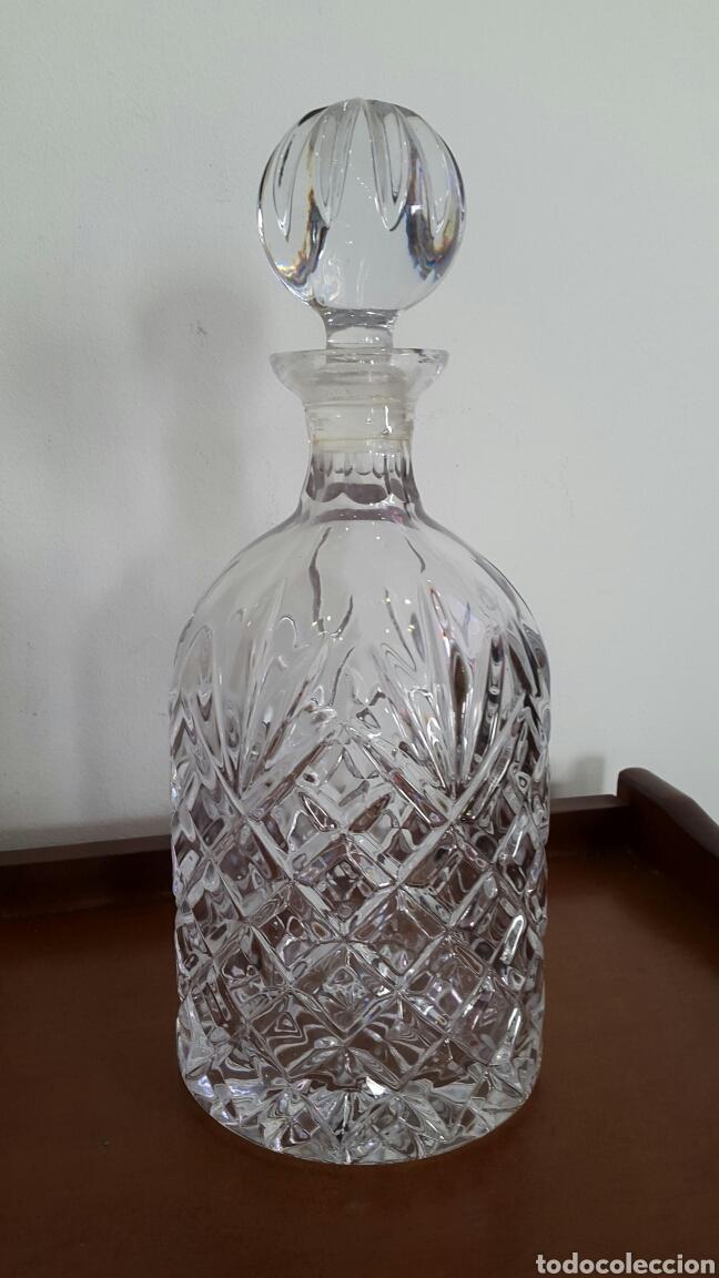 LICORERA DE CRISTAL GRUESO TALLADO (Antigüedades - Cristal y Vidrio - Otros)