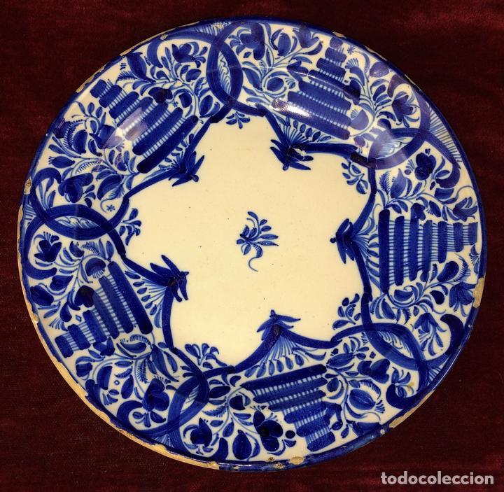 PLATO. DE DIBUJOS AZUL COBALTO. CERÁMICA ESMALTADA. MANISES. ESPAÑA. XIX-XX (Antigüedades - Porcelanas y Cerámicas - Manises)