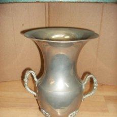 Antigüedades: ANTIGUO JARRON DE METAL. Lote 79150493