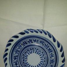 Antigüedades: PLATO DE PORCELANA DE TALAVERA EL CARMEN.. Lote 79161815