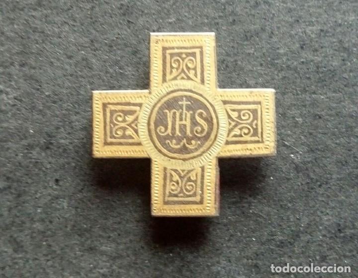 CRUZ DE SOLAPA JHS 22 X 22 MM (Antigüedades - Religiosas - Cruces Antiguas)