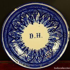 Antigüedades: PLATO EN CERAMICA. DECORACION COBALTO. INICIALES D.H. MANISES. SIGLO XIX-XX. . Lote 79204525