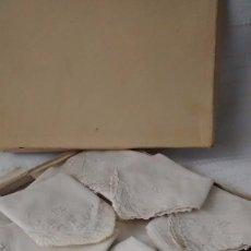 Antigüedades: LOTE DE 13 PAÑUELOS ANTIGUOS BORDADOS Y CON ENCAJES. Lote 79312913