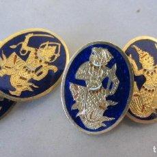 Antigüedades: GEMELOS VINTAGE DE METAL DORADO Y ESMALTE SIAM. Lote 79318941