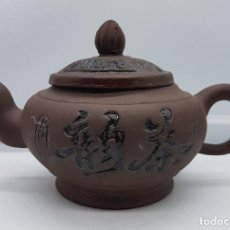 Antigüedades: TETERA ANTIGUA CHINA YIXING EN TERRACOTA SELLADA EN LA BASE .. Lote 79377917